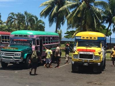 Projects Abroad volunteers board local Samoan buses
