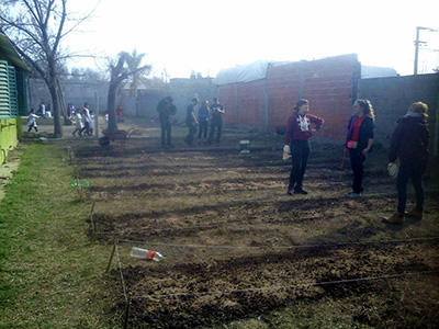 The group of Young Farmers developing the vegetable garden at the Doctor Horacio Garcia School