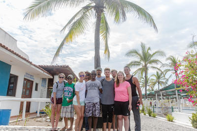 The group of alternative spring break conservation volunteers in the tortugario