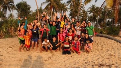 Teenage group from the local community learn how to swim and snorkel – taught by Projects Abroad volunteers in Cambodia
