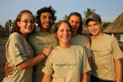 A group of volunteers on our turtle conservation project