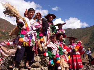 A group of Peruvian children all dressed up to get involved with a local festival